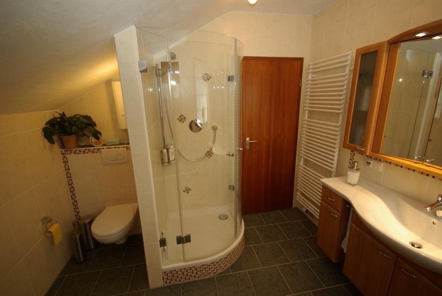 Gemauerte Duschwand als Sichtschutz